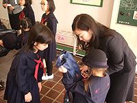 入学式の写真 6年生がお手伝い