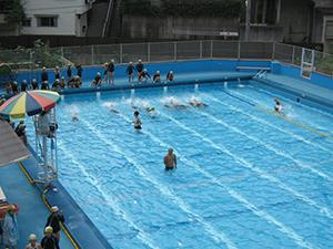 水泳の基本、けのびとバタ足の練習